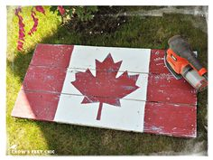 Crow's Feet Chic: Gearing Up for Canada Day! Pallet Flag, Wood Flag, Wood Pallet Signs, Diy Wood Signs, Diy Projects To Try, Wood Projects, Project Ideas, Palette Projects, Canada Day