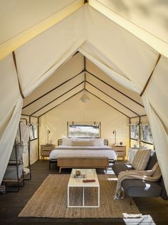Glamping tent at the AutoCamp Yosemite designed by Anacapa Architecture, & Geremia Design Yosemite Park, Yosemite Camping, Glamping, Luxury Tents, Luxury Camping, Camping Con Glamour, Hotel Boutique, Park Lodge, Canvas Tent
