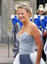 HRH Princess Mabel of the Netherlands, wife of Prince Johan Friso, wearing her wedding tiara for the wedding of Sweden's Crown princess Victoria in Royal Crown Jewels, Royal Crowns, Royal Tiaras, Royal Jewelry, Real Princess, Prince And Princess, Nassau, Royal Dutch, Adele