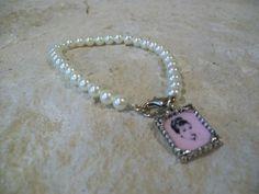 Audrey Hepburn Breakfast at Tiffanys pearl bracelet.