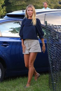 Gwyneth Paltrow at Author's Night in the Hamptons as goop releases Young Adult Reading Guide Mode Outfits, Fashion Outfits, Fashion Tips, Fashion Quiz, Fashion Skirts, Fashion Images, Fashion Trends, Hamptons Fashion, Spring Summer Fashion