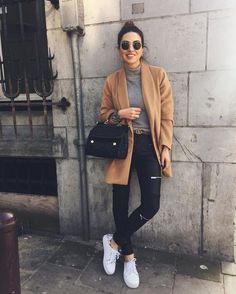 ♥️ Camel coat, grey turtleneck top, black skinny jeans, handbag & belt, change to black booties or to leopard shoes Uni Outfits, Mode Outfits, Casual Outfits, Fashion Outfits, Black Outfits, Casual Party Outfit Teen, Autumn Outfit For Teen Girls, Date Outfit Casual, Fashionable Outfits