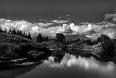 #uttarakhanddiaries #travel #instatravel #blacknwhite #lake #water #cloud #reflection #valley #mountains #himalayas #kumaonhimalayas #chowkhamba #deoriatrek #trekking #people #pines #throwback #mobilephotography #symmetry #oldman http://tipsrazzi.com/ipost/1522734055886834806/?code=BUh1o5Yhkx2