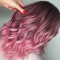 Brown And Pink Hair, Light Pink Hair, Pink Ombre Hair, Hair Color Purple, Hair Dye Colors, Brown Pink Ombre, Dusty Rose Hair Color, Dusty Pink Hair, Rose Pink Hair