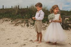 PRA INSPIRAR | DAMINHAS E PAJENS | CASAMENTO PRAIA | Ate que Enfim Wedding Prep, Wedding With Kids, Wedding Bells, Beach Wedding Attire, Wedding Dresses, Wedding Beauty, Dream Wedding, Wedding Ring, Marie