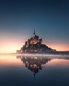 When real world looks like a Disney movie. Mont Saint-Michel, France 🇫🇷 Who would you stay here with? Photo by Source Beautiful Castles, Beautiful Places, Wonderful Places, Mont Saint Michel France, Phantom 4, Destinations, The Real World, Travel Abroad, Adventure Is Out There