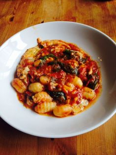 Meat Free Monday – Gnocchi, Spinach and Tomato Bake Healthy Family Meals, Healthy Food Choices, Real Food Recipes, Vegetarian Recipes, Healthy Recipes, Gnocchi Spinach, Spinach Bake, Pasta Dishes, Food Dishes