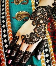Beautiful Arabic Mehndi Designs for Bride 2012 | Latest Fashion Trends