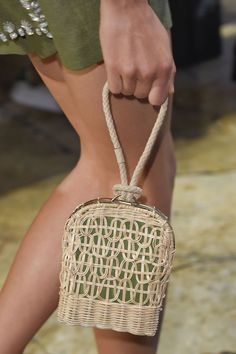 Crochet Bags Designs Spring 2016 Bags - The Best Handbags From New York Fashion Week Spring 2016 - ELLE - Our favorite bags straight from the runway. New York Fashion, Fashion Week 2018, Fashion Bags, Fashion Shoes, Trendy Fashion, Fashion Ideas, Sacs Design, Crochet Handbags, Crochet Bags