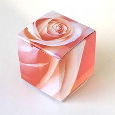 Geschenkschachtel Würfel Rose 4x4 cm #Geschenkschachtel #Pralinenverpackung #Duftgeschenke 4x4, Napkins, Tableware, Guest Gifts, Dekoration, Dinnerware, Towels, Dinner Napkins, Tablewares
