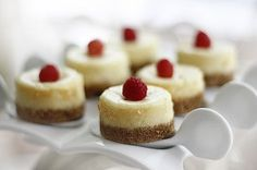 Gluten Free Mini Cheesecakes using Udi's Snickerdoodles as the crust!