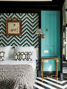 Triana House: cabecero con azulejo