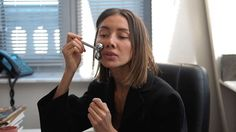 Meet #VogueUA fashion director @juliepelipas and discover what's in her @markcross bag  Масажер для обличчя жувальні гумки зі смаком кави та ще 20 предметів першої необхідності директора відділу моди #VogueUA #JuliePelipas - у новому відео. Повна версія на сайті  @helenmarlengroup #helenmarlen #helenmarlenmandarin #whatsinmybag #markcross #jacquemus @jacquemus via VOGUE UKRAINE MAGAZINE OFFICIAL INSTAGRAM - Fashion Campaigns  Haute Couture  Advertising  Editorial Photography  Magazine Cover…