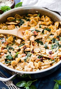 One Pot Creamy Sun Dried Tomato and Spinach Pasta with Chicken is an easy to make dinner the whole family will love and it's made without a drop of cream!