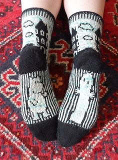 Ravelry: Moomin Valley Socks pattern by Suzi AshworthStranded socks with animals.SpRiNg FeVeR SoxKs SpRiNg is here in Minnesota ❣️made of Dale of Norw. Beginner Knitting Patterns, Diy Crochet And Knitting, Crochet Socks, Knit Mittens, Knitting Socks, Knitting Projects, Hand Knitting, Knit Socks, Bioshock