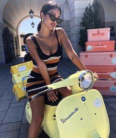 Scooter and Vespa Girls, Pangels Best Mix Vespa Bike, Motos Vespa, Piaggio Vespa, Vespa Lambretta, Vespa Scooters, Biker Chick, Biker Girl, Lady Biker, Vespa Vintage