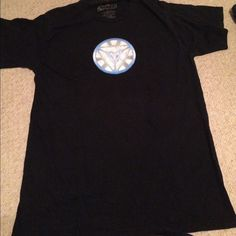 Iron man arc reactor tee shirt! This will be perfect for the up coming Civil War movie! Forget Dawn of Justice! Civil war is where it's at! And you'll need this shirt to show everyone who's side your on! It has been worn and the reactor is a little worn looking but everyone will know who's team your on! It has no holes or stains! It comes from a smoke free environment! I don't hold or trade! Please don't negotiate the price in the comments! Hot Topic Tops Tees - Short Sleeve