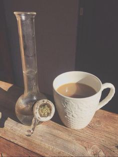 Wake & Bake with some Folgers and some My favorite! Stoner Room, Stoner Girl, Smoking Is Bad, Smoking Weed, Online Head Shop, How High Are You, Puff And Pass, Pipes And Bongs, Dab Rig