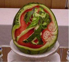 Die Junge Skulpturen aus Wassermelonen
