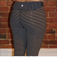 Old Navy Active Leggings Just like the popular Lululemon tights! NOT ACTUALLY LULU ! Super cute. Cotton. Wear to work out or for everyday. ❤️ black foldover band Old Navy Pants Leggings