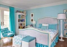 Turquoise room with light blue