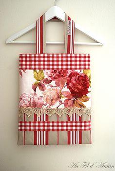 Sac à main en patchwork de roses, rayures et Vichy, dentelle ancienne