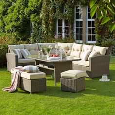 Your outdoor furniture will be in fine form with the smart sassy