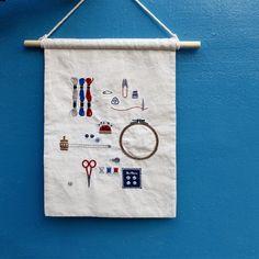 "245 Me gusta, 4 comentarios - 아뜰리에 올라 (@atelier_hola) en Instagram: "". . . . . #프랑스자수 #원데이클래스 #자수타그램 #자수 #대전프랑스자수 #취미 #핸드메이드 #손자수 #아뜰리에올라 #올라자수 #빈티지 #취미스타그램 . . #刺繍…"" Cute Embroidery, Hand Embroidery Stitches, Embroidery Patterns, Creative Textiles, Alternative Art, Needle And Thread, Cool Diy, Weaving, Scrapbook"