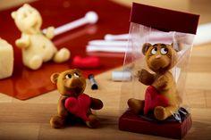 Unsere Marzipan-Figuren werden von Hand und mit viel Liebe hergestellt, so wie alle unsere Produkte. www.bengelmann.com