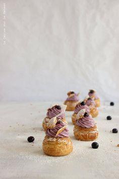 ... choux craquelin speculoos, crème légère à la vanille, confit de myrtilles, mousse façon cheesecake à la myrtille ...