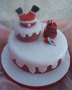 Santa Stuck in Chimney Cake Christmas Cake Designs, Christmas Cake Decorations, Christmas Cupcakes, Holiday Cakes, Christmas Desserts, Xmas Food, Christmas Cooking, Santa Cake, Snowman Cake
