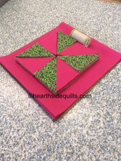 Pinwheel Mini in fuchsia and green Block Of The Month, Quilt Sizes, Creative Outlet, Different Patterns, Pattern Blocks, Pinwheels, Needle And Thread, Quilt Blocks, Quilts