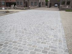 Stone Driveway, Driveway Design, Front Gardens, Outdoor Gardens, Deco Aviation, Driveway Materials, Outdoor Spaces, Outdoor Living, Granite Paving