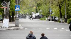 Ukrainian Soldier Shoots RPG in Mariupol