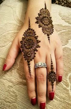 Explore latest Mehndi Designs images in 2019 on Happy Shappy. Mehendi design is also known as the heena design or henna patterns worldwide. We are here with the best mehndi designs images from worldwide. Dulhan Mehndi Designs, Mehendi, Arte Mehndi, Mehndi Designs 2018, Modern Mehndi Designs, Mehndi Designs For Girls, Mehndi Design Pictures, Henna Mehndi, Henna Mandala