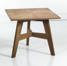 Кофейный столик на трех ножках