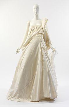 Wedding dress, spring/summer 2000  Yohji Yamamoto (Japanese, born 1943)  Natural cotton muslin