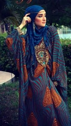 Kaftan with headband and earrings perfect for a formal dinner look