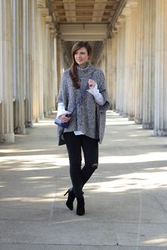 herbstoutfit, herbstlook, poncho, grau, grey, ripped jeans, stiefeletten zara, boots zara, blue bag, long blouse, fashionlover, fashionblogger, outfit inspiration, outfitinspo, girl, brunette