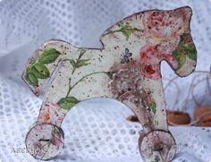 Декор предметов Новый год Декупаж Лошадки Шоколадные пряники с сахарной пудрой Картон Краска Салфетки фото 9