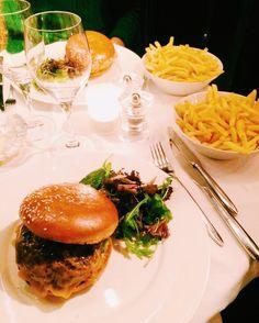 Cheeseburger french fries and mayonnaise. Avec supplément de pain et de beurre  #parisburger #paris #burger #lemurat #hamburger #foodporn #food #fat