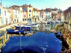 Bonjour et bienvenue à toutes et à tous. Aujourd'hui j'ouvre ce blog consacré à mes photos de vacances, de balades et autres. En espérant qu'il vous plaira. Pour commencer voici une photo de ma région La Provence, il s'agit d'une vue sur Martigues