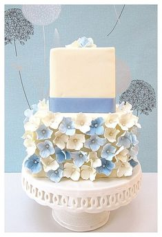 cream and blue hydrangeas wedding cake Fancy Cakes, Cute Cakes, Pretty Cakes, Awesome Cakes, Uk Wedding Cakes, Wedding Cake Designs, Fondant Cakes, Cupcake Cakes, Cake Pops
