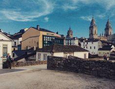 #Lugo, con su muralla y la catedral al fondo vía @soshiqueen #SienteGalicia #Galicia
