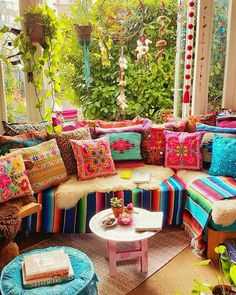 Make your Living room all the more beautiful, cozy, relaxing & boho chic with a bohemian decor. Here are the best Bohemian living room decor ideas for Bohemian House, Bohemian Living Rooms, Bohemian Bedroom Decor, Boho Home, Boho Decor, Hippie Living Room, Bright Living Room Decor, Hippie Home Decor, Bright Bedroom Ideas