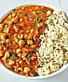 This Chickpea stew Gluten-Free Vegan is a hearty and comforting stew. Chickpea is a low-fat and good source of protein. Vegetarian Soup, Vegetarian Recipes, Healthy Recipes, Healthy Food, Vegan Patties, Clean Eating Plans, High Protein Recipes, Protein Foods, Chickpea Stew