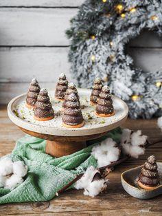 RECEPT   KARAMELOVÁ VOSÍ HNÍZDA   Na skok v kuchyni Granola, Cupcake Cakes, Cupcakes, Christmas Cookies, Sweet Recipes, Table Decorations, Food, Xmas Cookies, Christmas Crack