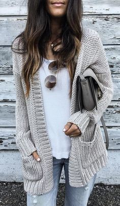 67 New ideas party outfit winter casual cardigans Cute Sweater Outfits, Cardigan Outfits, Cardigan Fashion, Fall Cardigan, Batwing Cardigan, Fall Vest, Knitwear Fashion, Drape Cardigan, The Cardigans