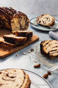 Babka the best dessert ever with any filling. But this rbowned butter cinnamon filling with roasted almonds inside is next level delicious! Cinnamon Babka, Cinnamon Almonds, Babka Recipe, Food Photography, Photography Portfolio, Roasted Almonds, English Food, Instant Yeast, Round Cakes