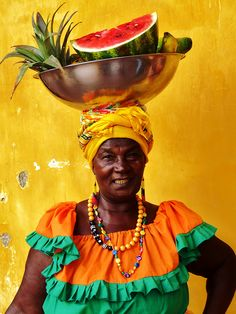 Palenquera in Cartagena, Colombia Black Is Beautiful, Beautiful People, People Around The World, Around The Worlds, Caribbean Culture, World Cultures, Belle Photo, Wonders Of The World, South America